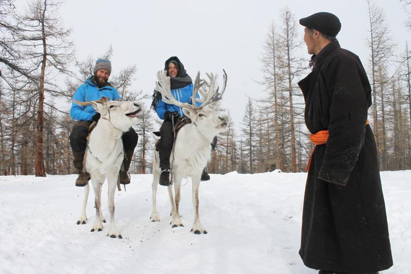 Thinsg-to-do-in-MOngolia--Visit-reindeer-herders