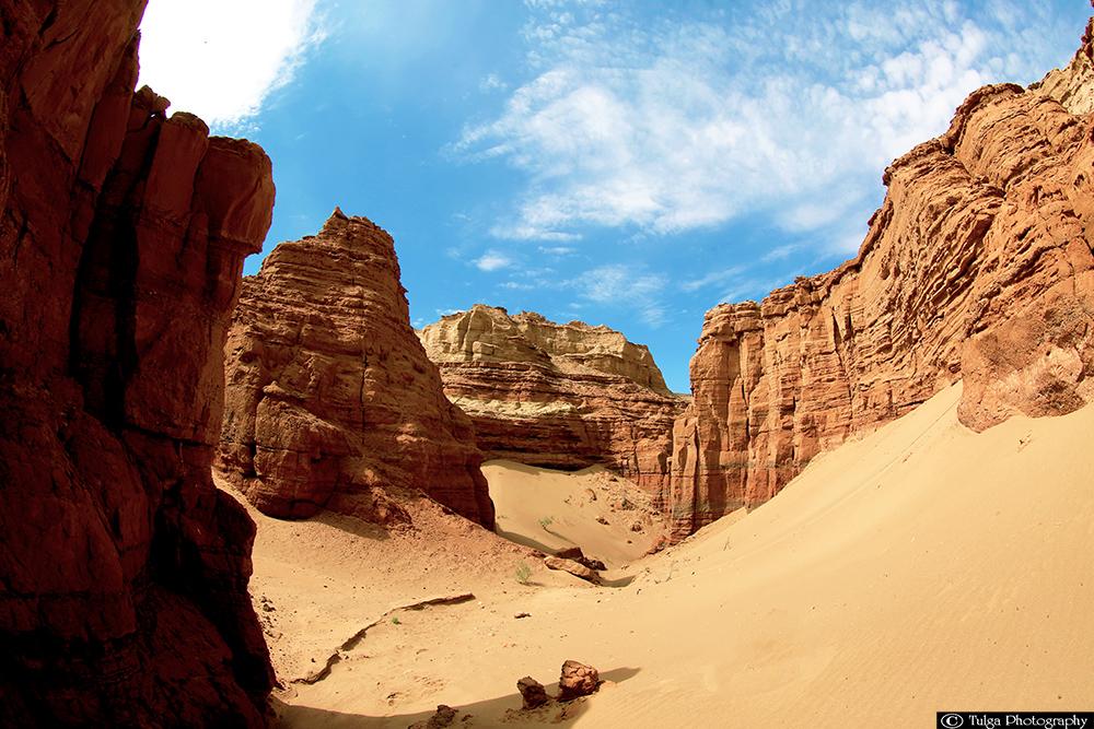Khermen Tsav-red Canyon